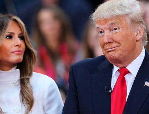 Макрон получит в подарок от четы Трампов обивку стула