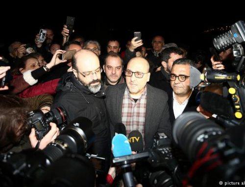 В Турции осуждены 15 сотрудников газеты Cumhuriyet