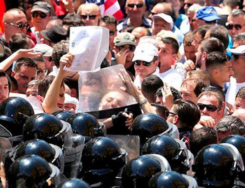 Протестующие требуют отставки премьер-министра  Албании