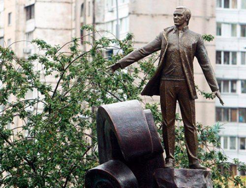 В Киеве установили памятник Муслиму Магомаеву