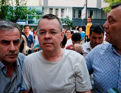 СМИ: суд в Турции отказался освободить из-под домашнего ареста пастора Брансона