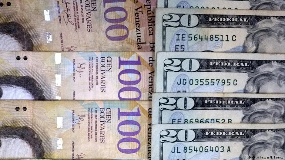 Венесуэльцам впервый раз за15 лет разрешили менять валюту