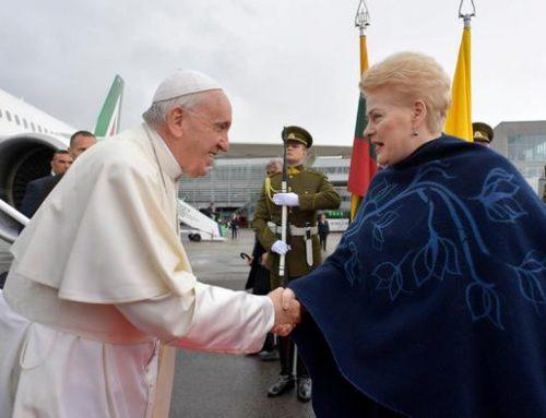 Папа римский начал апостольскую поездку по странам Балтии