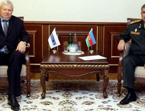 Закир Гасанов обсудил с Анджеем Каспшиком ситуацию на линии соприкосновения войск